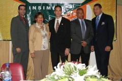 Integrantes de la mesa directiva. De izquierda a derecha: Guillermo Asmar, María Elena, Dr. Fauzi Bachá, Dr. Juan Álvarez y el Dr. Adrián Almonte.