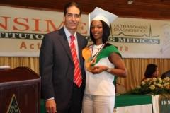 La Medalla a la Perseverancia fue merecida por Leidy Laura González, egresada del INSIMED como Técnico Radiólogo.
