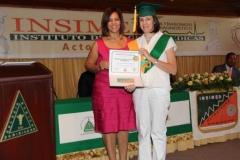 La Dra. Katihurca Almonte hace entrega del certificado de especialista en Doppler Vascular Periférico a la Dra. Cecilia Beatriz Signorini.