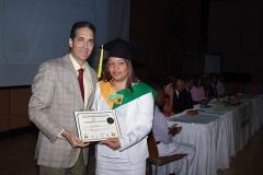 Dr. Bachá Arbaje hace entrega del certificado de Sonografísta General a la Dra. Carmen Johanna Cáceres