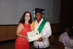 Dra. Olga Pérez hace entrega del certificado del diplomado en Sonografía Obstétrica Tridimensional 4D al Dr. Leonardo de Jesús Acosta