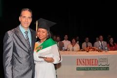 Dr. Bachá Arbaje entrega Premio a la Excelencia a la Dra. Wanda Cuello, por sus méritos académicos