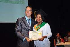 Dr. Bachá Arbaje hace entrega del diploma de Sonografista General a la Dra. Yanet Reyes