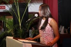Dra. Madelys Tavárez al momento de hacer una oración, para iniciar el acto